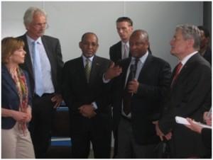 Albert Rorarius 2. von links und Joachim Gauck rechts am Tegbare-id Polytechnic College Addis Abeba 2