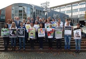 Gruppenfoto Walther Boecker und gesamte Mittelstufe der Gestaltungstechnischen Assistenten HP