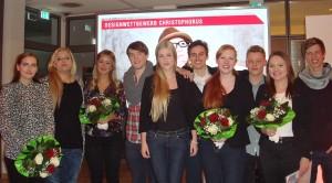 Die beiden Gewinnerteams Göcmez, Fiener und Adamek, Lauer mit ihren Klassenkameraden, die ebenfalls am Wettbewerb teilgenommen haben