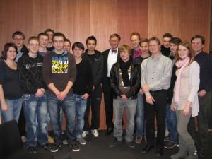 2011 Berlinfahrt Klassenfoto mit Bundesforschungsminister a. D.  Dr. Riesenhuber