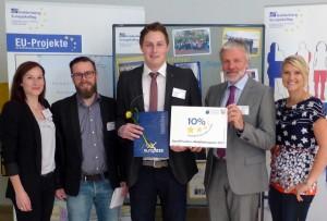 EU-Team des Goldenberg Europakollegs mit Schulleiter und Schüler Alexander HP