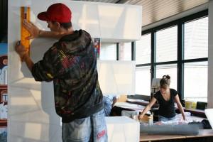 Schüler beim Modellbau-Projekt HP