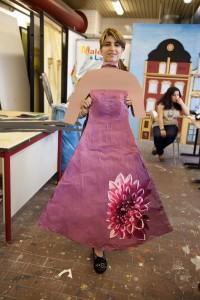 Schülerin mit Kleid 2011 HP