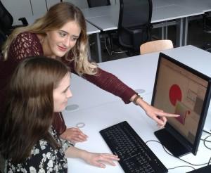 Hanna und Sahra entwerfen das Christophorus-Logo HP