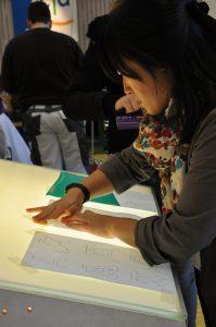Ausbildungsbörse 2012 - Arbeiten am Leuchtkasten